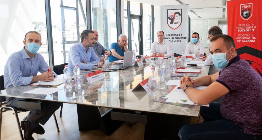 Plan 5 vjeçar  FSHF mbledh klubet për përmirësimin e futbollit