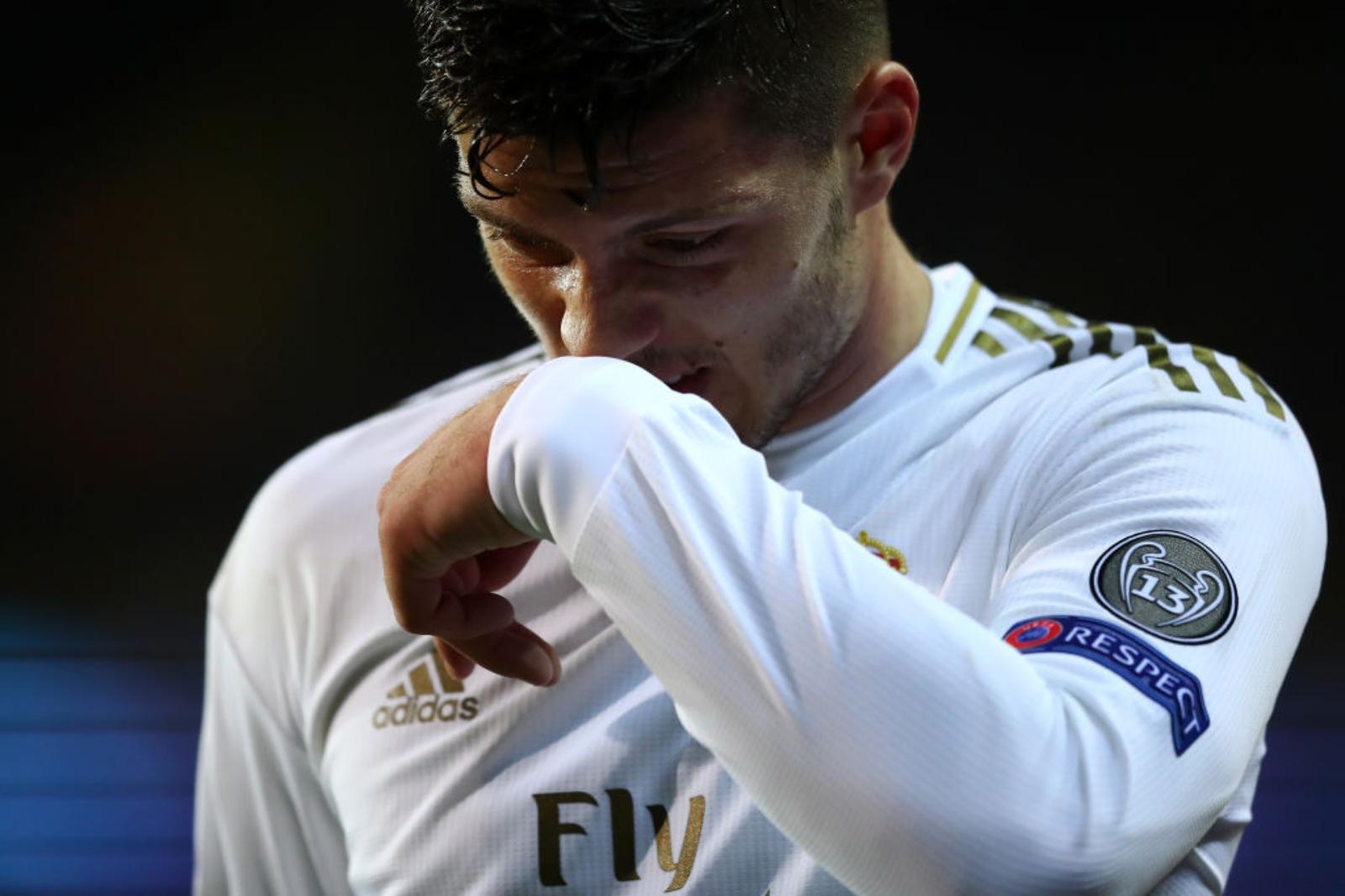Premier League hedh sytë nga dështimi i Realit  Milani pengohet nga rroga faraonike
